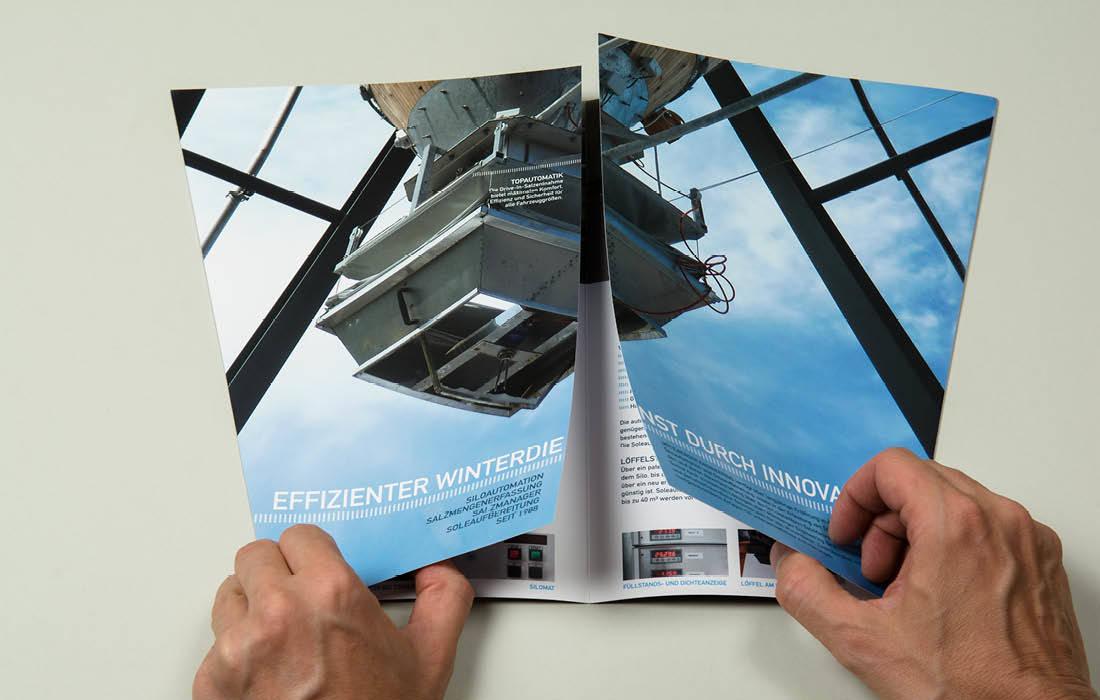 Mühlberger Engineering aus Bozen: Produktfolder mit Fensterfalz, Innovationen aus Südtirol von adpassion Grafik Bozen