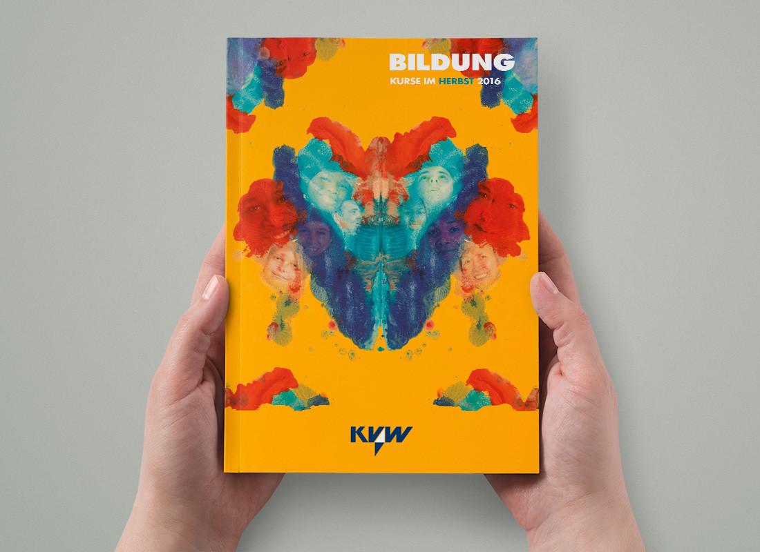 KVW Bildung Cover Herbst 2016: Acrylmalerei mit Spiegelung der Gesellschaft, Thema Flüchtlinge in Südtirol –verschiedene Herkunft und viele Gemeinsamkeiten. Vom Gestalter Waldemar Kerschbaumer aus Bozen.