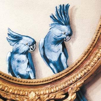 Trompe l'Oeil Malerei vom Künstler Gian Luca Bartellone aus Italien, blauer Papagei. Dipinto d'illusione su muro con cornice e papagallo