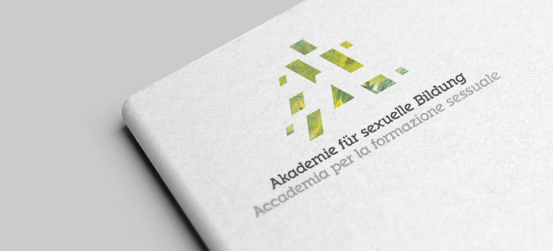 Akademie für sexuelle Bildung Südtirol: Logo auf Umschlag, elegantes Design auf Buch vom Designer Waldemar Kerschbaumer, Grafik Bozen Südtirol.