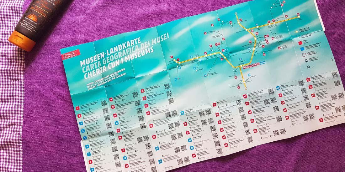 Young & Museum Landkarte mit allen beteiligten Museen, samt Südtirol Netzplan und QR Codes.